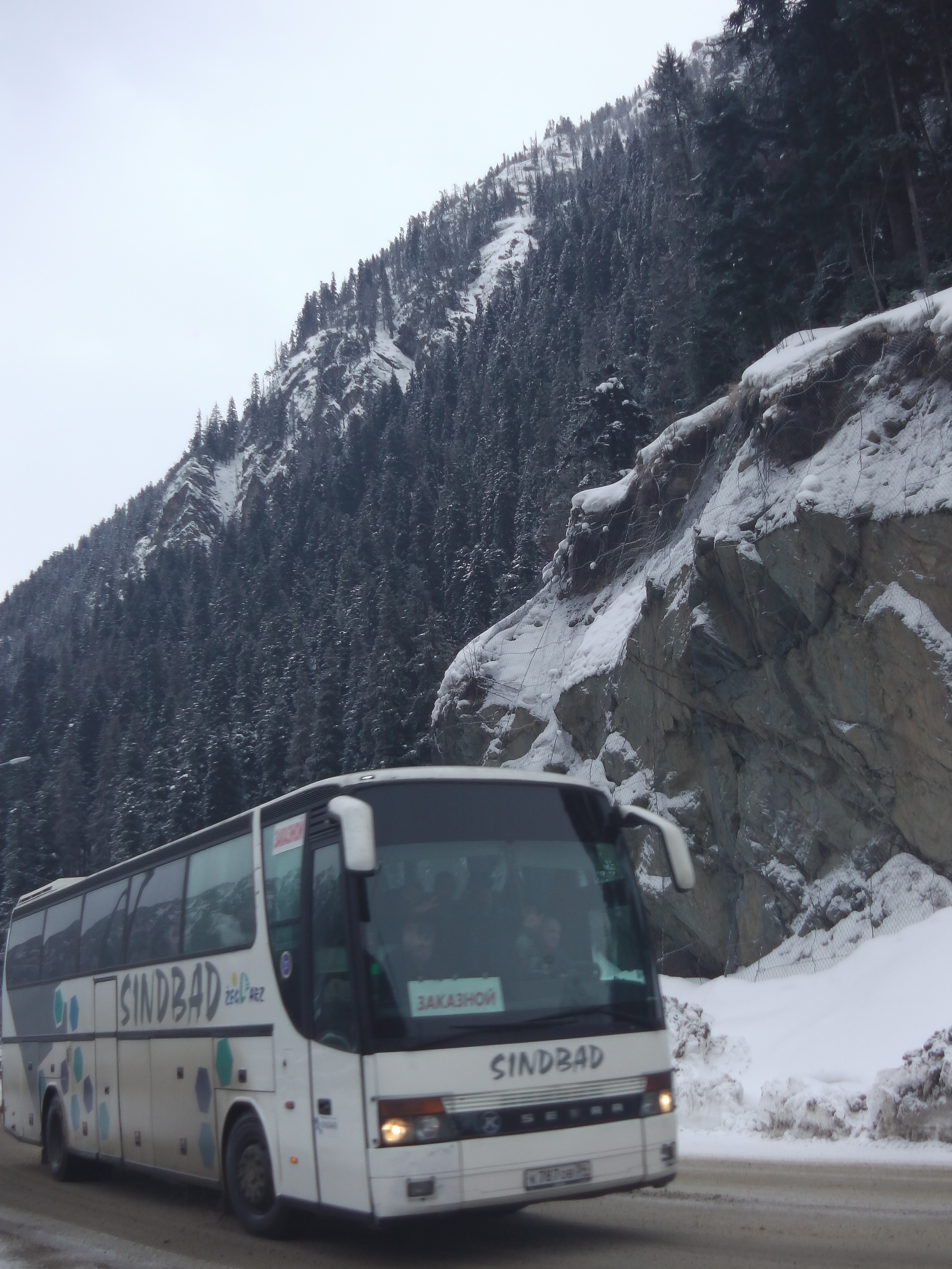 Заказать автобус в Домбай